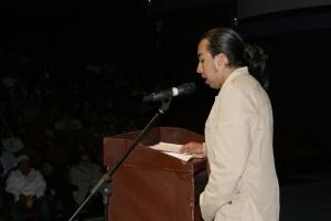 Paúl Velásquez lee saludo de Marcelo Rivera en Festival Jaime Hurtado